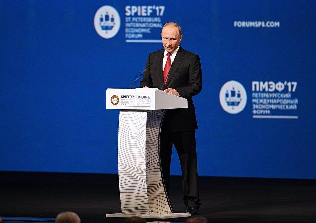 普京出席圣彼得堡经济论坛全会并发表演讲