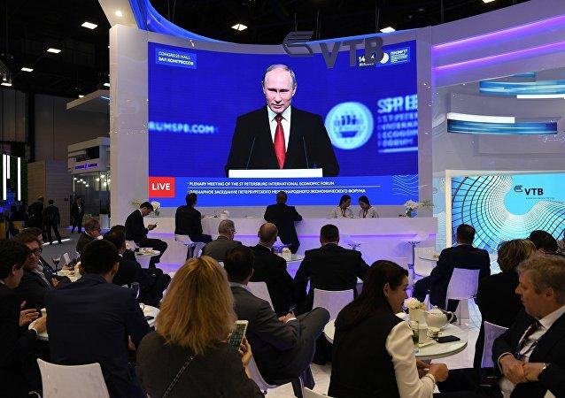 普京:俄将继续就两国关系正常化与美国保持对话
