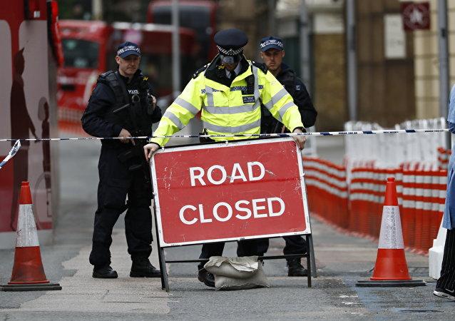 外媒:一辆货车冲撞伦敦行人