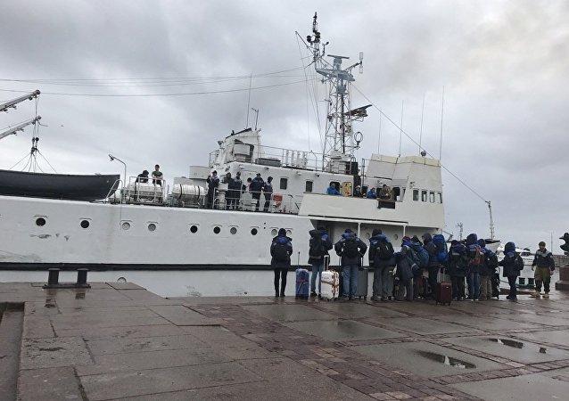 俄中生态学家已乘军用训练舰前往芬兰湾外岛