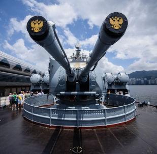 「瓦良格」號導彈巡洋艦開放日在香港引發轟動
