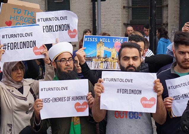 CNN记者组织穆斯林排演并摆拍集会场面被揭穿