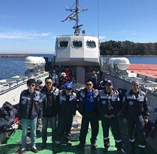 中国生态学家小组到达索莫斯岛