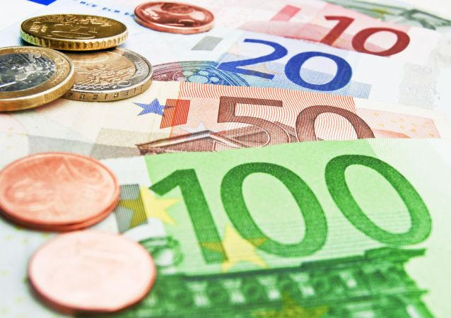 俄外贸银行向中国华信提供50亿欧元贷款