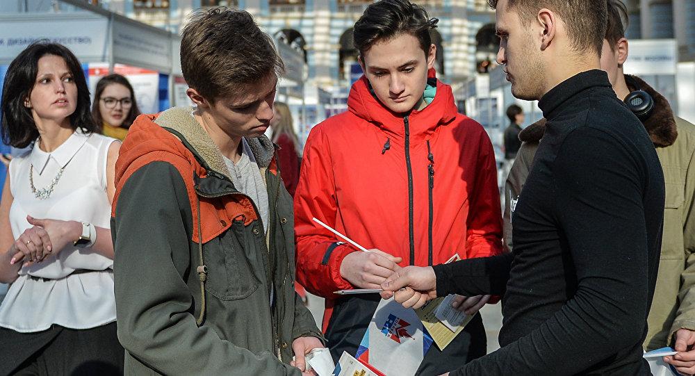 调查:俄罗斯两成年轻人称自己非爱国者并欲出国发展