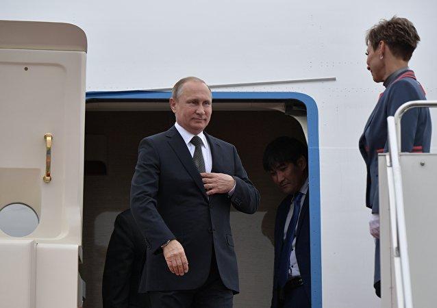 普京总统抵达阿斯塔纳参加上合峰会