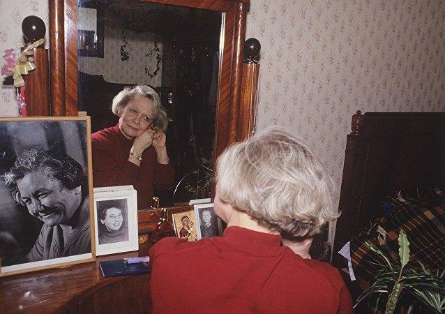 赫鲁晓夫孙女被火车撞击身亡 未及时对司机信号作出反应