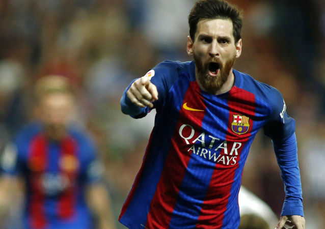 梅西与巴塞罗那足球俱乐部签订新合同