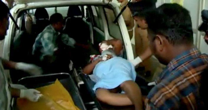 印度公交车事故死亡人数涨至16人