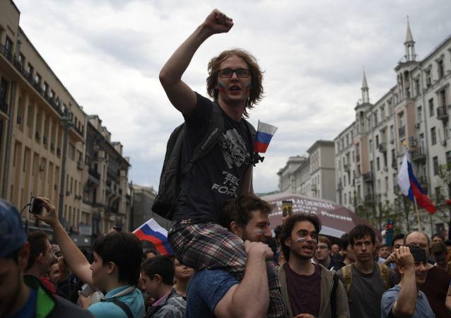 特维尔大街未经批准的集会活动参与者达到4000名