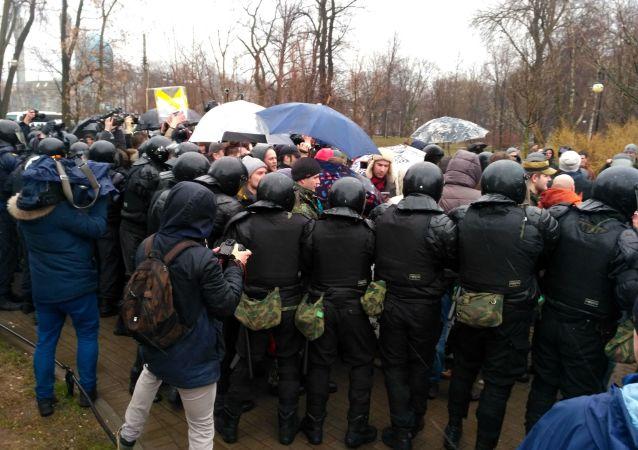 俄内务部:警方在圣彼得堡拘捕500名未经批准集会的参与者