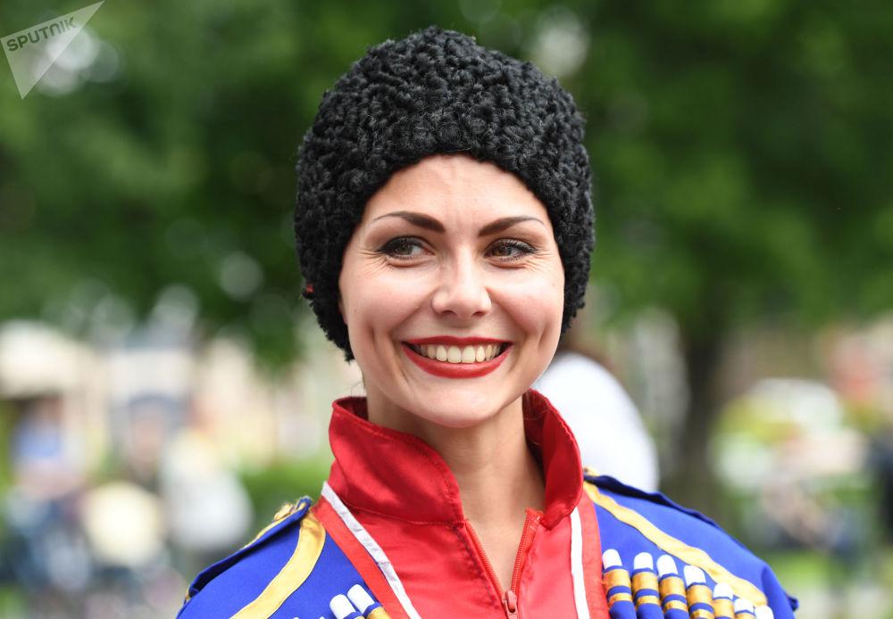 """艾尔米塔什公园举行俄罗斯""""茶炊联欢节"""""""