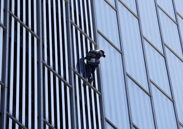 著名蜘蛛侠征服巴塞罗那又一座摩天大楼被罚款
