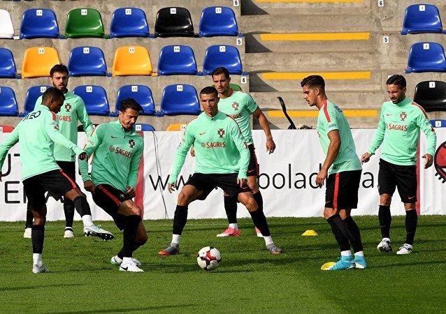 罗纳尔多在训练中
