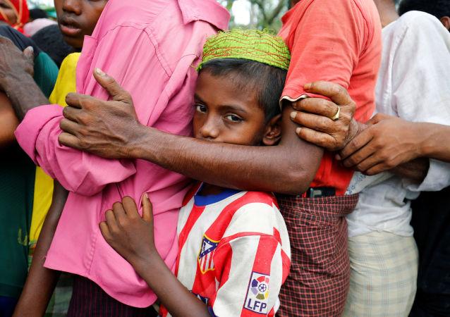 媒体:孟加拉国附近载有难民小船倾覆事件致遇难人数增至12人