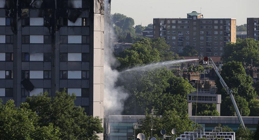 伦敦一栋高层公寓楼发生的严重火灾