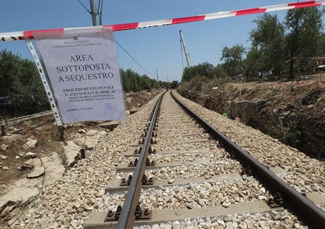 意大利2辆列车相撞