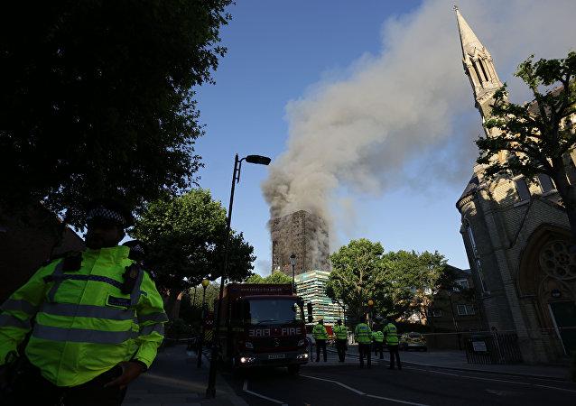 伦敦高层公寓楼大火