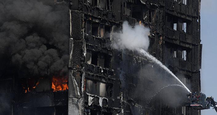媒体:冰箱爆炸可能是伦敦高层公寓楼失火原因
