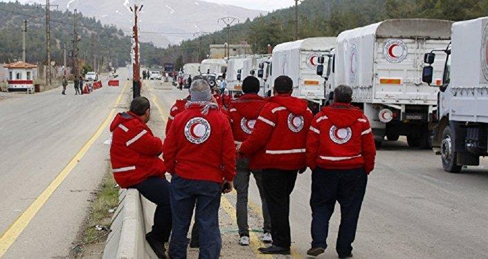 运载人道主义物资的车队正在进入叙东古塔地区