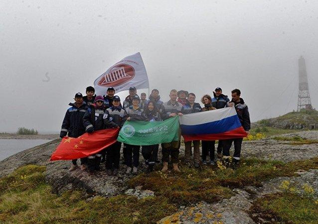 """芬兰湾""""戈格兰岛""""俄中生态探险活动"""