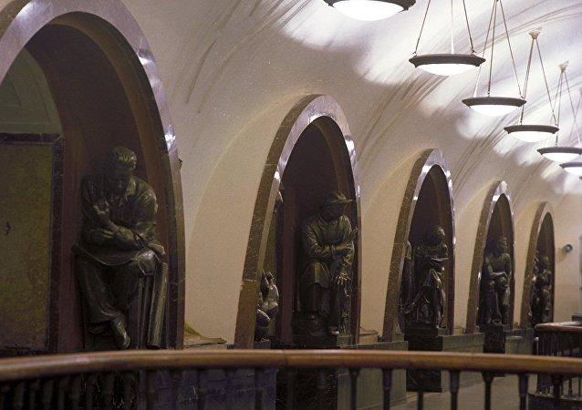 """莫斯科地铁""""革命广场""""站"""