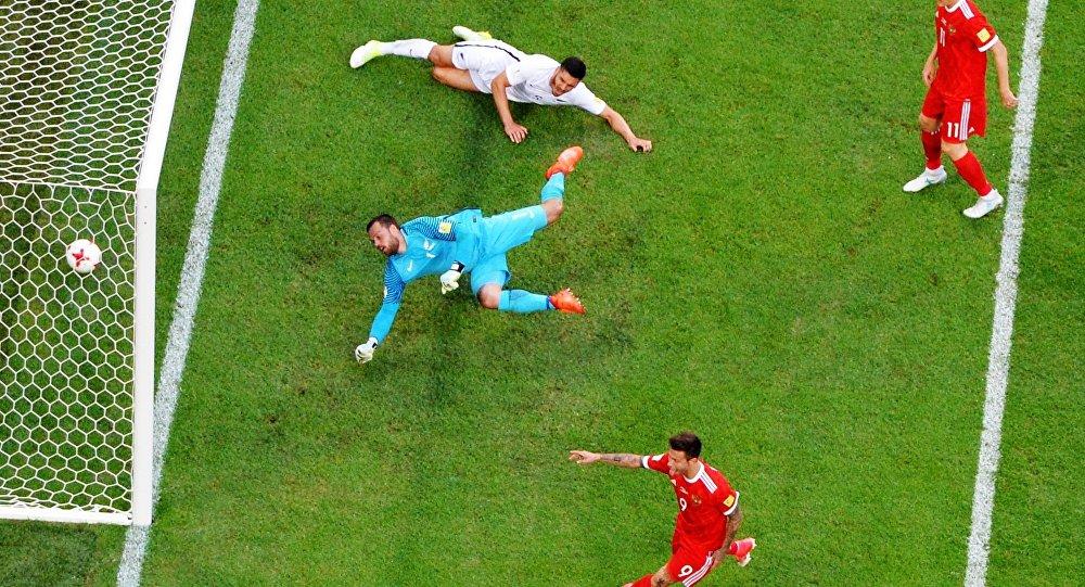 俄罗斯足球队在联合会杯开幕比赛中打败新西兰队