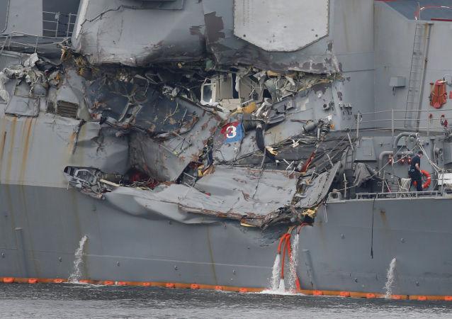 """美国海军""""菲茨杰拉德""""号驱逐舰与菲律宾货船ACX Crystal在距离岸边20公里处相撞"""