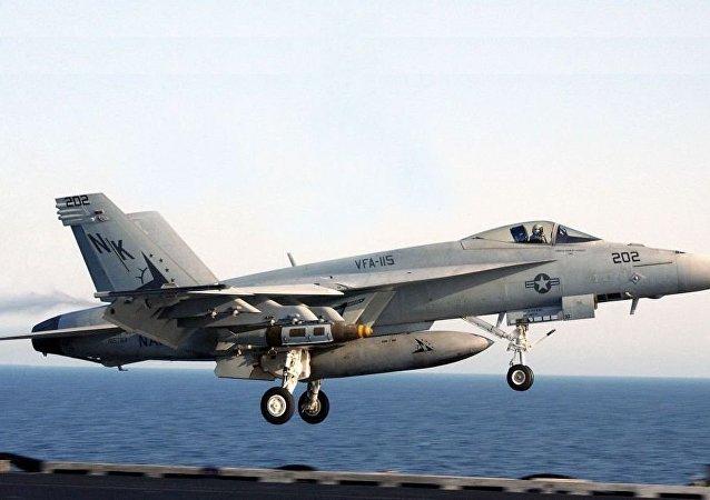 """F/A-18E""""超级大黄蜂""""战斗机"""