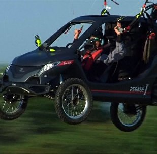 「飛馬」飛行汽車飛越英吉利海峽
