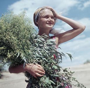 雅羅斯拉夫里的一位年輕女居民