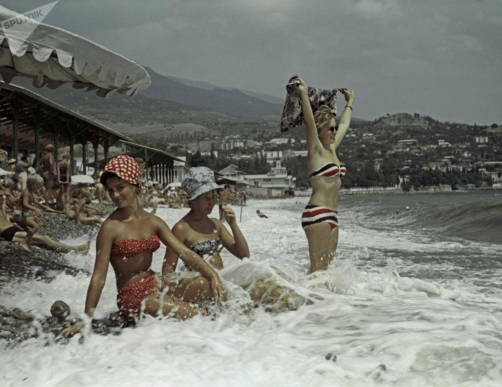 克里米亚黑海海岸,古尔祖夫