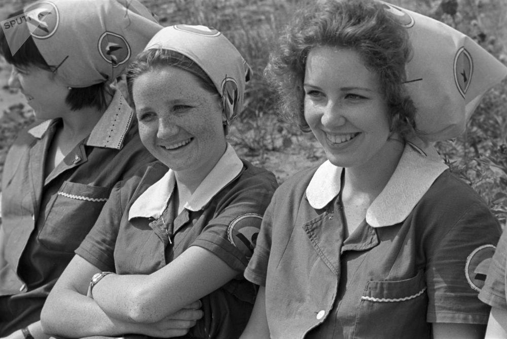 伊万诺沃纺织厂的织布女工