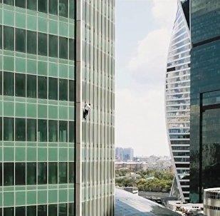 52樓之上,是甚麼在等待飛檐走壁的俄羅斯蜘蛛俠?
