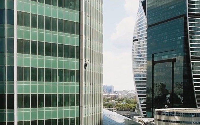 52楼之上,是什么在等待飞檐走壁的俄罗斯蜘蛛侠?