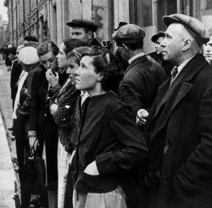 1941年6月22日,莫斯科政府通過廣播宣佈納粹德國背信棄義,進攻蘇聯。