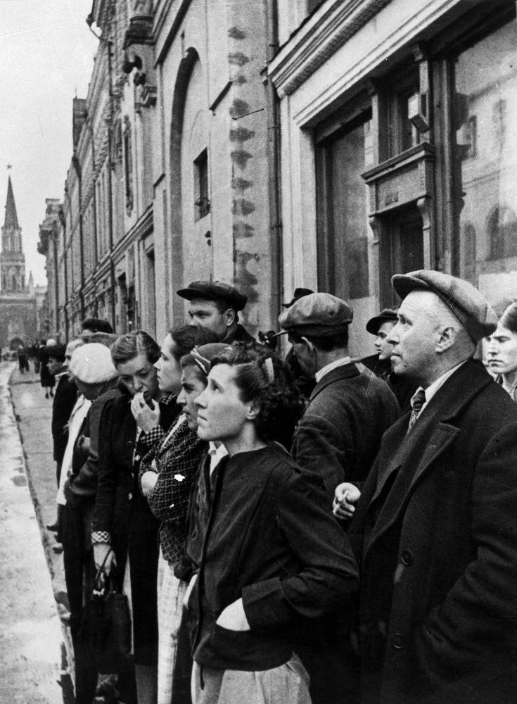 1941年6月22日,莫斯科政府通过广播宣布纳粹德国背信弃义,进攻苏联。