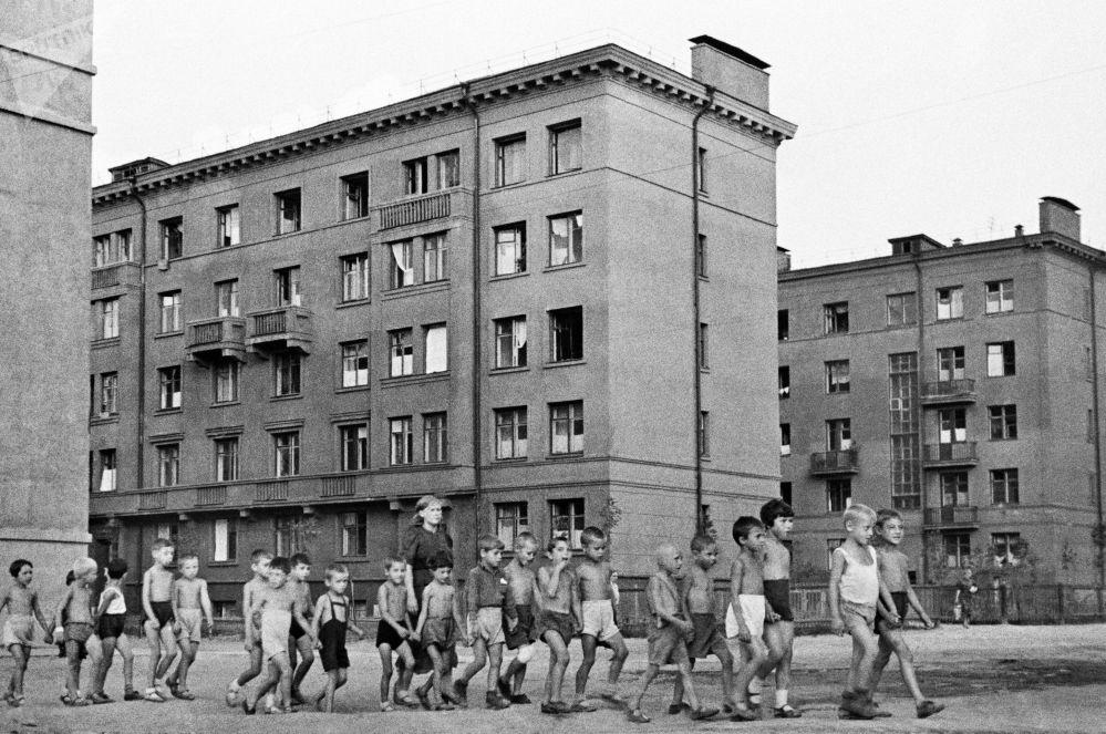 街上的孩子,莫斯科,1941年6月23日