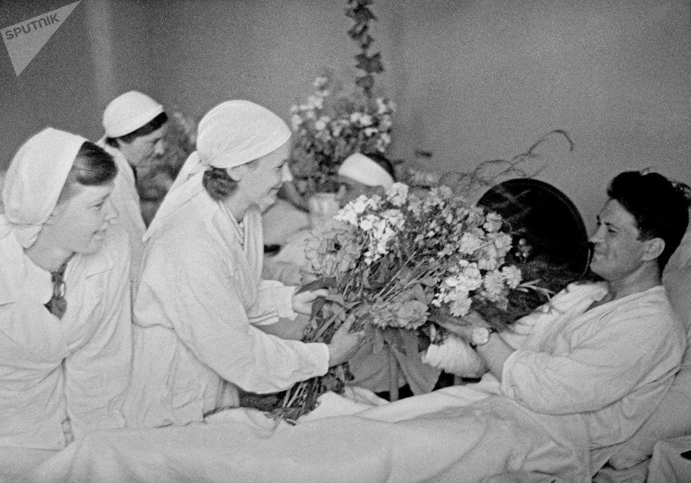 医院为负伤战士准备的鲜花,莫斯科,1941年