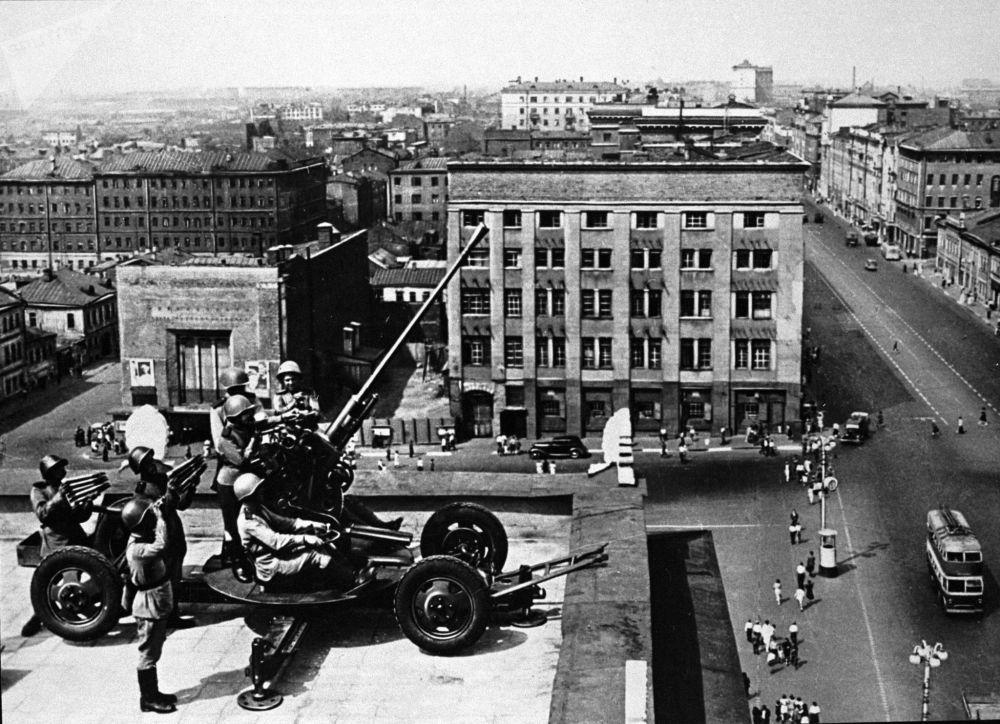 高射炮手保卫莫斯科的天空