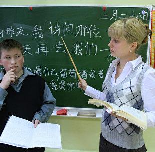 全俄約有30家左右大中學校教授中文