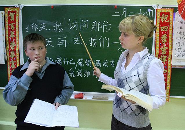 全俄约有30家左右大中学校教授中文