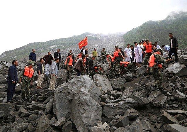 四川山体滑坡致5人死亡,逾120人失踪