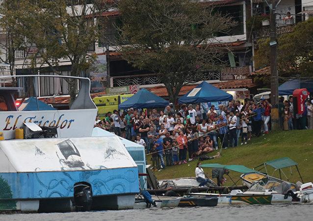 哥伦比亚沉船事件中130余人获救