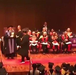 厉害了!留学生侧空翻领毕业证