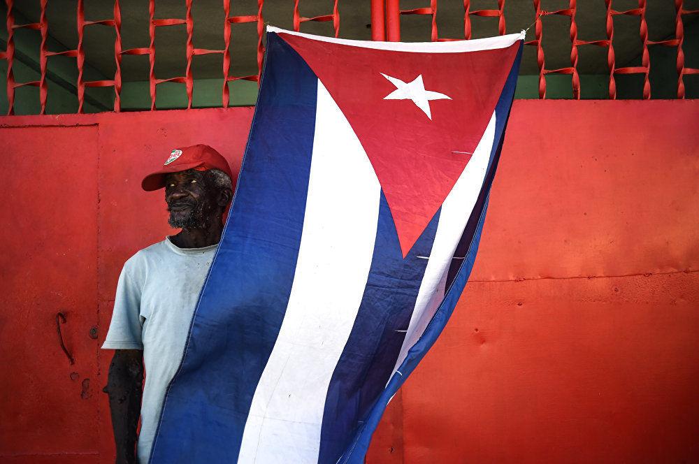 菲德尔黑方块,克里斯蒂娜·科尔米利钦娜,俄罗斯。 图为:菲德尔·卡斯特罗哀悼日宣布后死亡,古巴圣地亚哥的一名市民。