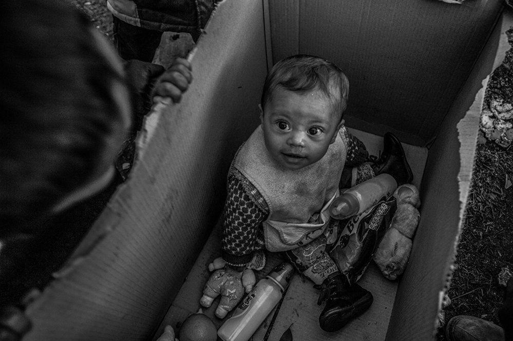 欧洲的梦想,安娜·潘杰利娅,希腊。 图为:希腊和马其顿边界上的难民营里的一名儿童。