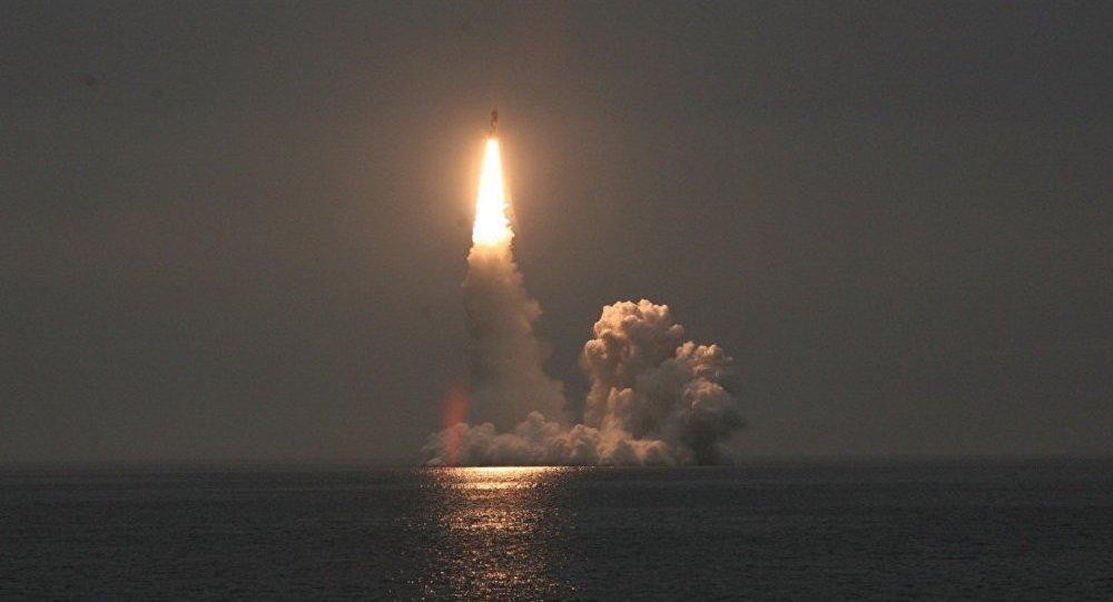 """俄""""尤里·多尔戈鲁基""""号核潜艇一次齐射4枚弹道导弹 (视频)"""