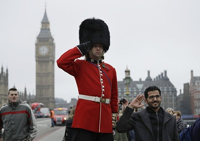伦敦白金汉宫皇家卫队首次由女性指挥