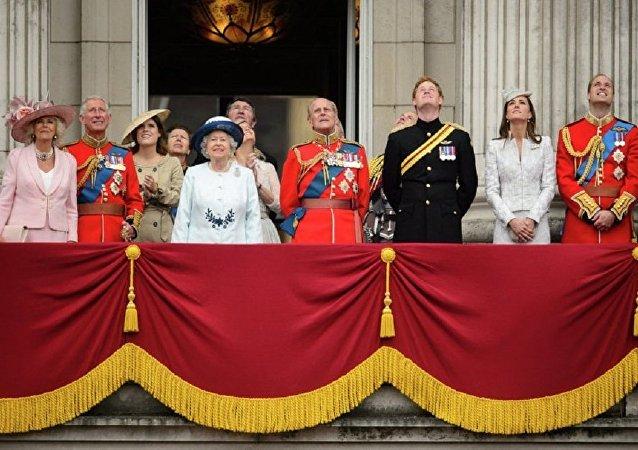 媒体:英国君主旅行必备黑色套装 但不吃海鲜